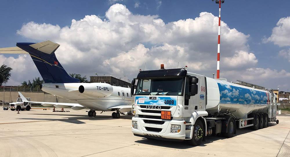 Rifornimento aereo privato jet fuel